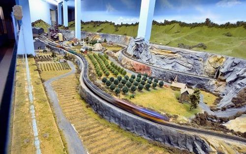 電車は小さいのに世界一大きな電車のジオラマが凄い!!の画像(7枚目)