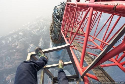 怖すぎる!超高層ビルで撮る自撮り写真!!の画像(10枚目)