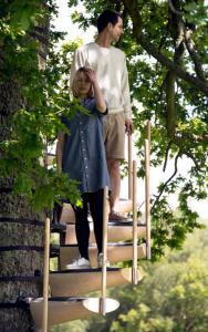 お年寄りでも簡単に木に登れる!木につける階段が面白い!の画像(7枚目)