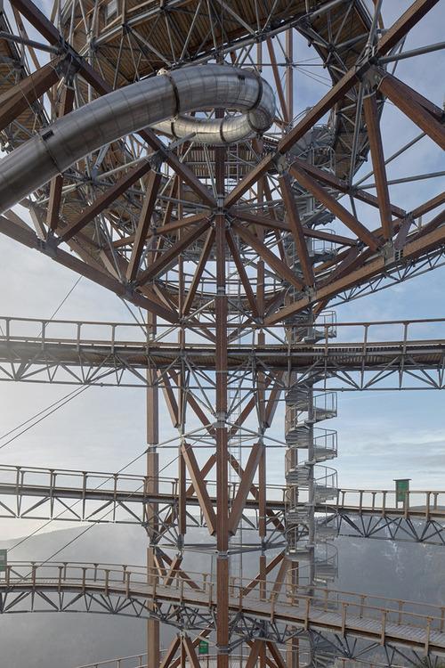【画像】チェコ共和国にある超巨大で超怖過ぎる滑り台!!の画像(9枚目)