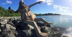ド迫力!廃棄する材木を使ったアートが凄まじい!!の画像(4枚目)