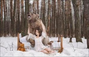 恐ロシア!300kgのヒグマとロシア美人のアート写真が凄い!!の画像(3枚目)