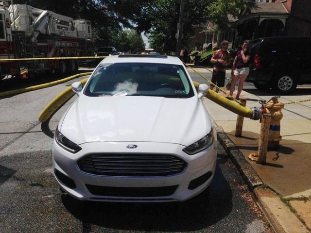 駐車禁止に止めた自動車の画像(11枚目)