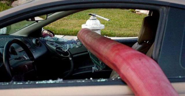 駐車禁止に止めた自動車の画像(6枚目)