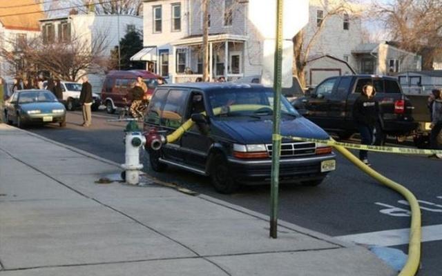 駐車禁止に止めた自動車の画像(8枚目)