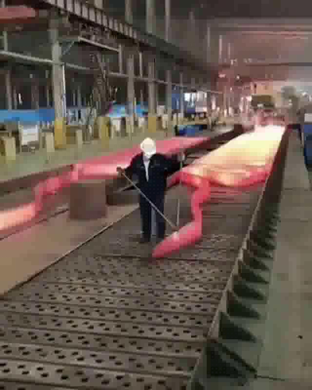 超長い鉄板の製鉄の工程_01