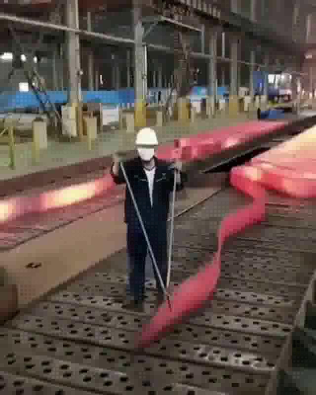 超長い鉄板の製鉄の工程_02
