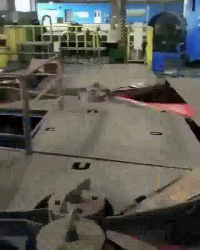 超長い鉄板の製鉄の工程_04