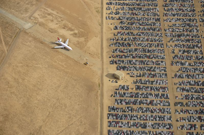 ジェット機と自動車の墓場01