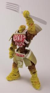 カップ麺をモデルにした戦士達のフィギュア01