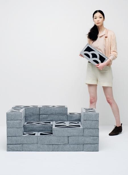 柔らか過ぎるコンクリートブロックのソファーが魅力的!!