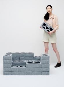 柔らか過ぎるコンクリートブロックのソファー00