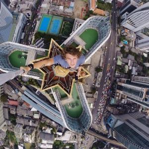 とりあえず高い所に来たので記念撮影をした写真が高すぎて本当に怖いwwの画像(15枚目)
