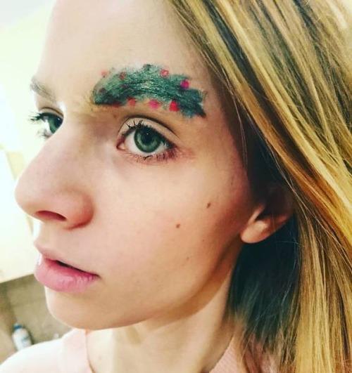 クリスマスをイメージした眉毛のメイクの画像(19枚目)