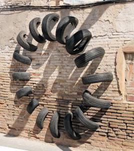 【画像】廃棄タイヤが不思議なアートに変身!の画像(5枚目)