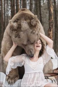 恐ロシア!300kgのヒグマとロシア美人のアート写真が凄い!!の画像(5枚目)