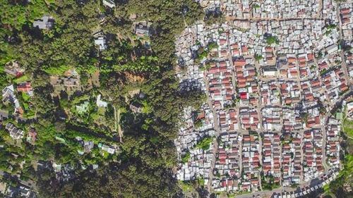 ケープタウンの富裕層と貧困層の画像(2枚目)