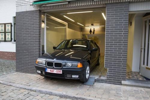 【画像】ショーウィンドウのようなガレージの入り口が凄い!!の画像(8枚目)