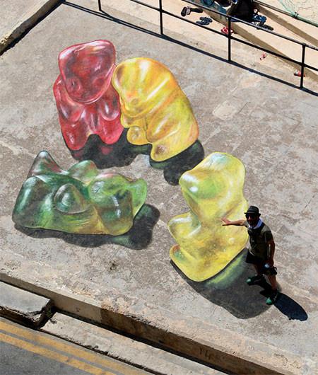 【画像】街中に超巨大な熊のグミが出現したと思ったら、そんなわけでは無いアート!!の画像(5枚目)