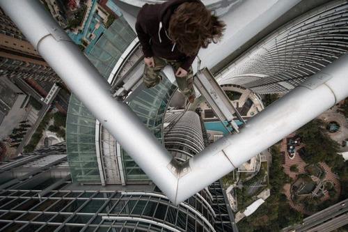 怖すぎる!超高層ビルで撮る自撮り写真!!の画像(13枚目)
