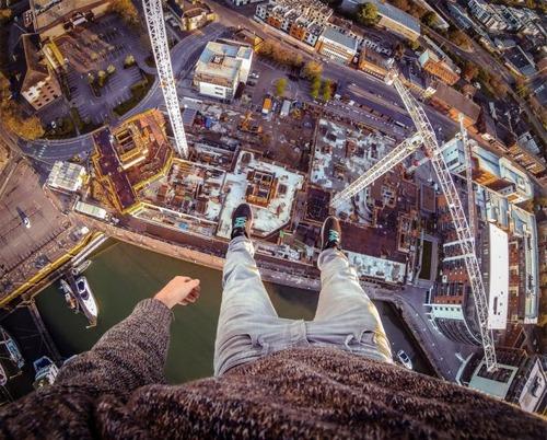 怖すぎる!超高層ビルで撮る自撮り写真!!の画像(18枚目)