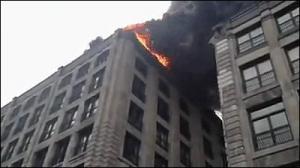 消防車がパトカーや一般の車を破壊しながら通る_000002578