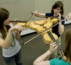 3人同時に弾けるバイオリン!これなら喧嘩にならない!!の画像(9枚目)