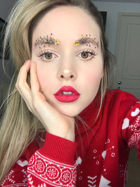 クリスマスをイメージした眉毛のメイクの画像(1枚目)