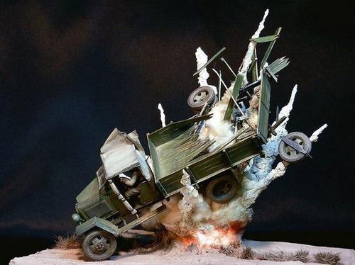 【画像】爆撃を受けたトラックのジオラマの躍動感が凄い!!の画像(2枚目)