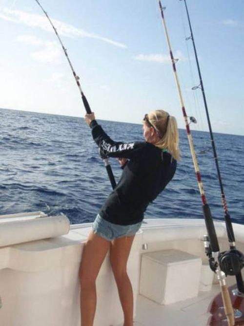カオスなところで釣りをしている人達の画像(13枚目)