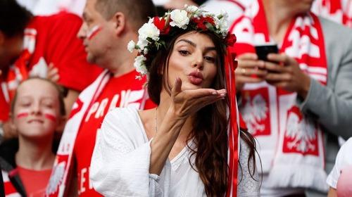 綺麗なサッカーのサポーターのお姉さんの画像の数々!!の画像(31枚目)