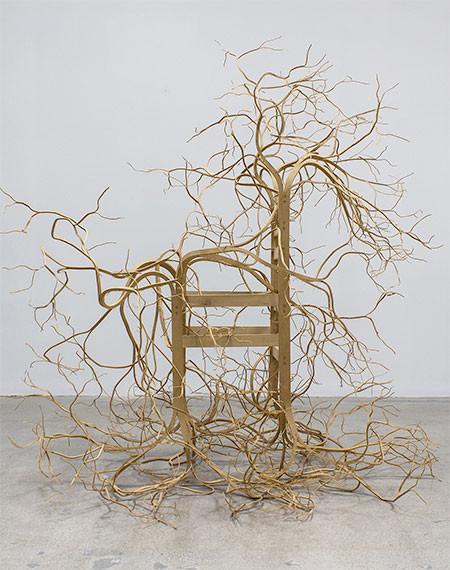 木の枝や根っこのような椅子10