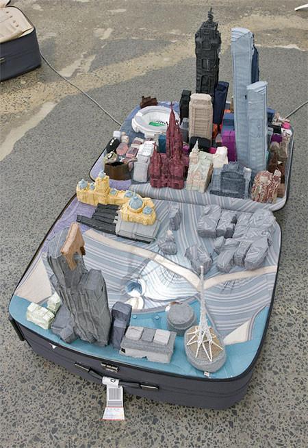 スーツケース内に再現されたジオラマの画像(7枚目)