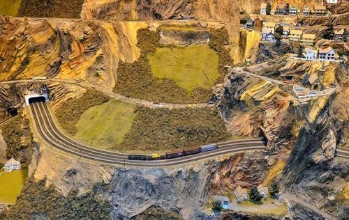 電車は小さいのに世界一大きな電車のジオラマが凄い!!の画像(9枚目)
