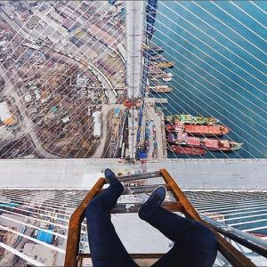 とりあえず高い所に来たので記念撮影をした写真が高すぎて本当に怖いwwの画像(2枚目)
