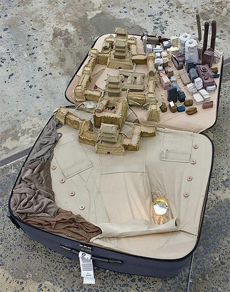 スーツケース内に再現されたジオラマの画像(8枚目)
