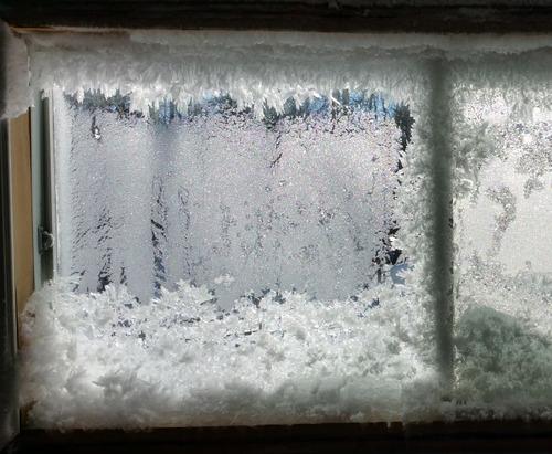 【画像】カナダの冬の室内がちょっとイカレてる・・・の画像(1枚目)