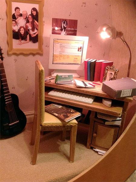 【画像】ギターの中に家がある!ギター内に作ったドールハウスが凄い!!の画像(4枚目)