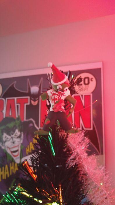 カオスなクリスマスツリーの上の飾りの画像(3枚目)