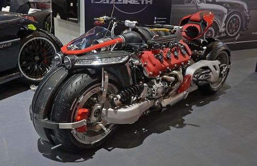 バイク?エンジン?4700ccのエンジン搭載の化け物のようなバイク!!の画像(2枚目)