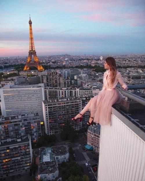 高いところで自撮りする女の子の画像(16枚目)