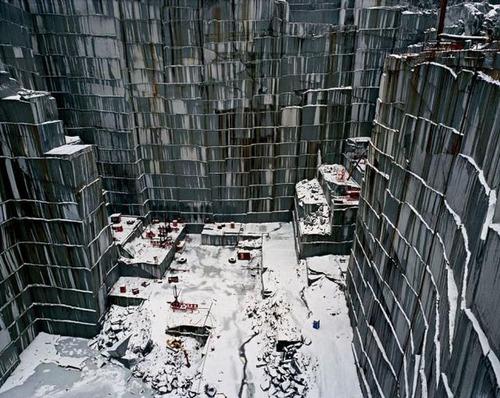 【画像】大理石の採掘場がゲームや物語のダンジョンみたいで凄すぎる!!の画像(7枚目)