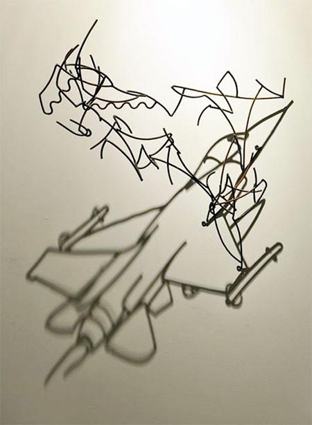 【画像】針金クネクネ!針金の影を使ったアートが凄い!!の画像(6枚目)