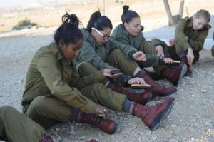 可愛いけどたくましい!イスラエルの女性兵士の画像の数々!!の画像(14枚目)