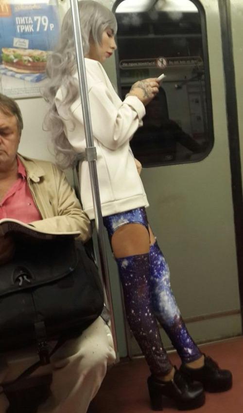 電車や駅で見かけた変った人達の画像(30枚目)