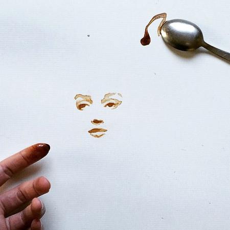 【画像】こぼれたコーヒーのシミで絵を描く!洋風の水墨画のようなアート!!の画像(12枚目)