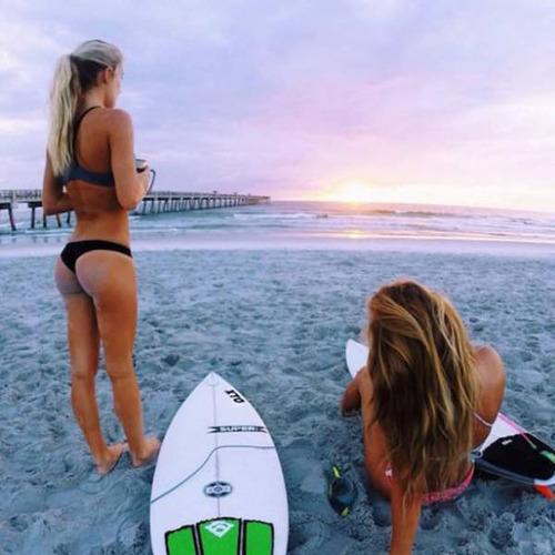 可愛くて魅力的なサーフィンしている女の子の画像の数々!!の画像(34枚目)