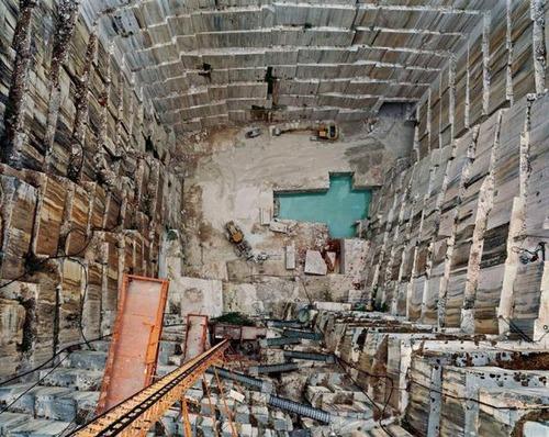 【画像】大理石の採掘場がゲームや物語のダンジョンみたいで凄すぎる!!の画像(6枚目)