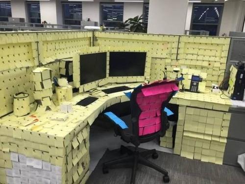 酷過ぎるオフィスのイタズラ_16