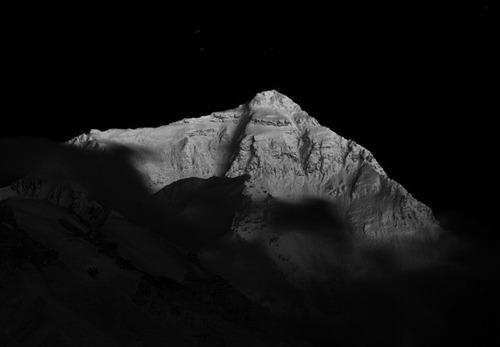 【画像】標高8850m!エベレストの幻想的な風景!!の画像(7枚目)